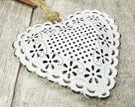 Srdce plechové bílé - květinový vzor