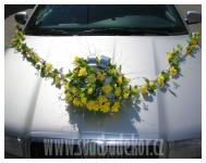 Ozdoba na auto - žlutá kytice s girlandou