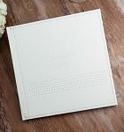 Svatební kniha hostů - koženková bílá s ražbou srdcí