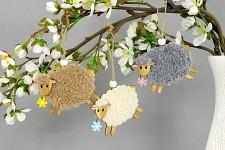 Dřevěná ovečka chlupatá s květinkou - hnědá 1ks