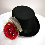 Cylindr černý  - červeno-krémová kytička