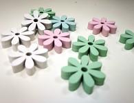 Dřevěné kytičky 2 cm - růžovo-mátový mix - 12 ks