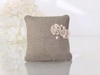 Polštářek pod prsteny - jutový s květem