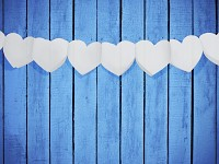 Girlanda papírová - bílá srdce plná