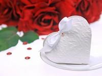 Krabička dárková na cukrovinky - srdíčko ornament bílé