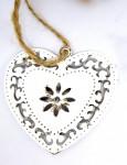 Srdce plechové vintage s kytičkou - bílé