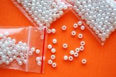 Korálky perličky - bílé 4 mm - 5g