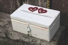 Dřevěná krabička na přání (peníze) na společné sny - srdce se zámkem