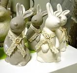 Zajíc keramika s krajkou 15 cm - šedohnědý
