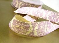 Stuha krémová - viktoriánský vzor sv. fialový - 1m