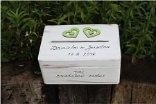 Dřevěná krabička na přání (peníze) - zelená srdce