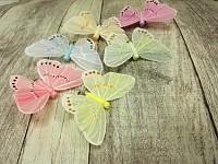Motýl na klipu - pastelový mix