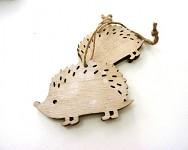 Dřevěný ježeček k zavěšení -  přírodní