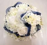 Koule z růží bílo-tm.modrá  - dekorace na auto