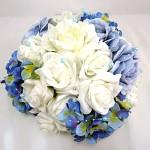 Koule z květů sv.modrá - dekorace na auto