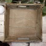 Tác hnědý dřevěný s vlysem - čtverec