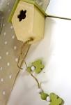 Dřevěná budka krémovo zelená