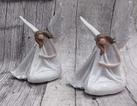 Víla sedící bílá - hnědovláska