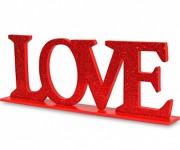 Dřevěný nápis - LOVE třpytivý červený