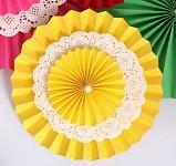 Rozeta závěsná krajková - žlutá  30cm