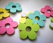 Kytičky dřevěné s lepítkem - pastelový mix - 8 ks