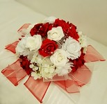 Koule z růží červená  - dekorace na auto