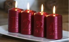 Svíčka válec metalik - adventní s čísly -  červená - 4ks