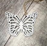 Motýl závěs - dřevěný bílý