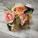 Kytice - sv.růžové růže a bobule - 1ks
