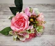 Kytice - růží a hortenzií s bobulemi - růžovozelená