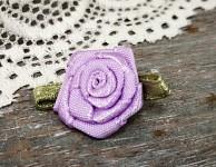Saténová růžička s lístečky - fialová - 1ks