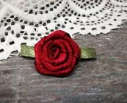 Saténová růžička s lístečky - bordo - 1ks