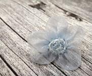 Skřipec do vlasů sv.modrá monofilová kytička - 1ks