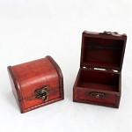 Truhlička dřevěná hnědá - 12 cm