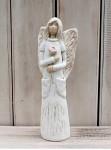 Anděl masiv stojící - s kapsami a růží - 26 cm