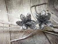Lilie glitr - zápich - stříbrná