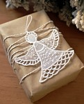Anděl háčkovaný 9 cm - závěs