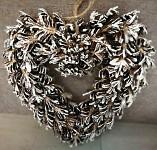 Věnec šiškové srdce  - zasněžený s glitry - 34cm