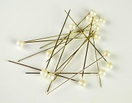 Špendlík  - krémová perla malá -1ks