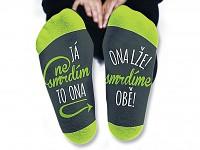Humorné ponožky - to smrdí ona
