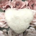 Srdce plyš závěs - bílé