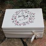 Dřevěná krabička na přání (peníze) bílá - lístečkový věnec