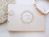 Svatební kniha hostů - dřevěná se jmény - listy s bobulkami
