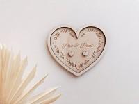 Dřevěný tácek pod prstýnky srdce - pan a paní