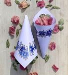 Papírový kornout na plátky růží - 8 ks - bílý s modrými květy