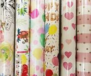 Balicí dárkový papír - bílý s růžovými srdíčky - 2m x 70 cm