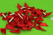Saténová mašlička s lepítkem - červená