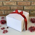Krabička na výslužku hranatá bílá s červenou stuhou