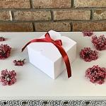 Krabička na výslužku  malá hranatá - bílá s červenou stuhou