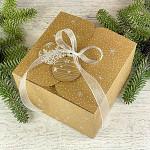 Krabička vánoční hranatá velká - kraftová s vločkami a stuhou